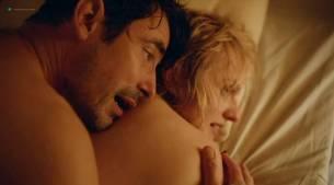 Elisabeth Moss hot sex topless - Square (2017) (2)