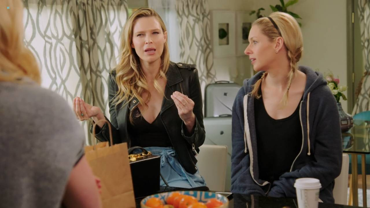 Sara Foster hot and sexy with Erin Foster, Kate Upton - Barely Famous (2017) s2e5-6 HD 720p (14)