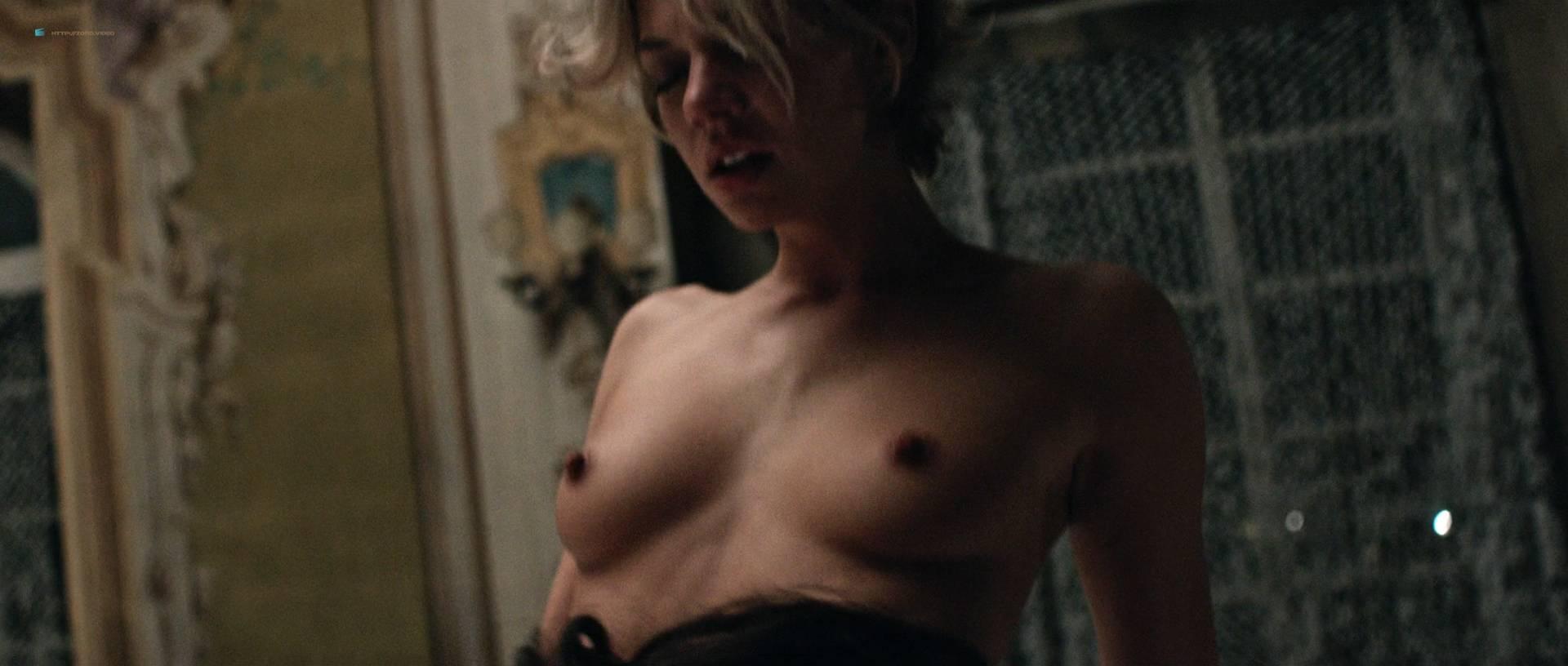 Analeigh Tipton Tits