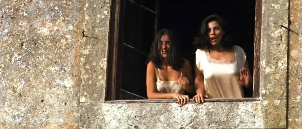 Maribel Verdú hot sex Ariadna Gil brief topless Penélope Cruz hot - Belle époque (ES-1992) HD 1080p (4)