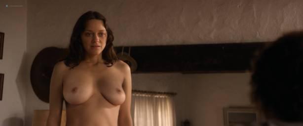 Marion Cotillard nude full frontal Alba Rohrwacher nude nipple - Les fantômes d'Ismaël (FR-2017) HD 1080p BluRay (8)