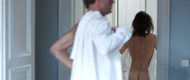 Nicolette Krebitz nude bush, full frontal and sex - Unter dir die Stadt (DE-2010) (8)