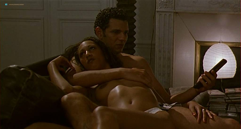 Chiara Mastroianni nude topless and sex other nude bush - N'oublie pas que tu vas mourir (FR-1995) (11)