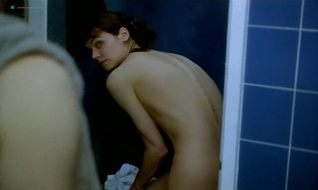 Marion Cotillard nude topless Emmanuelle Devos and Marianne Denicourt nude too - Comment je me suis disputé... (ma vie sexuelle) (FR-1996) (18)