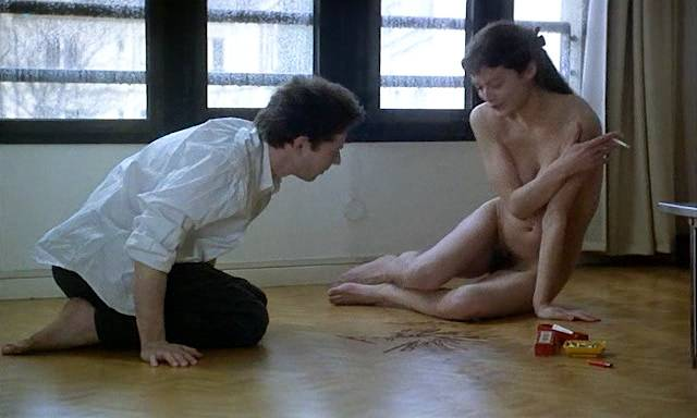 Marion Cotillard nude topless Emmanuelle Devos and Marianne Denicourt nude too - Comment je me suis disputé... (ma vie sexuelle) (FR-1996) (2)