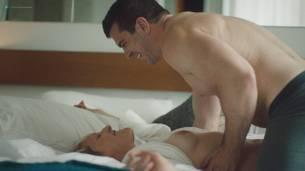 Natalie Joy Johnson bush sex threesome near explicit Alex Auder bush Nyseli Vega boobs - High Maintenance (2018) S2 HD 1080p (17)