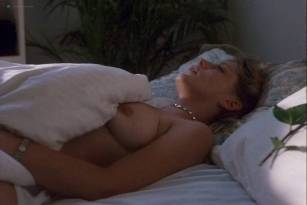 Kari Wuhrer nude Farrah Forke nude lesbian sex - Kate's Addiction (1999)
