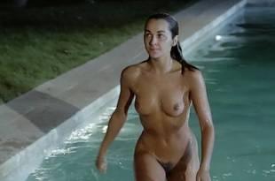 Adriana Vega nude full frontal – Cuatro mujeres y un lío (ES-1985)