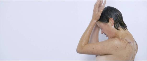 Vicky Krieps nude topless Lena Lauzemis nude lesbian - Das Zimmermädchen Lynn (DE-2014) HD 1080p Web (3)