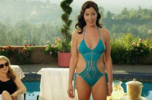Jennifer Bartels hot bikini and sex Mena Suvari and others hot - American Woman (2018) s1e6 HD 1080p (6)
