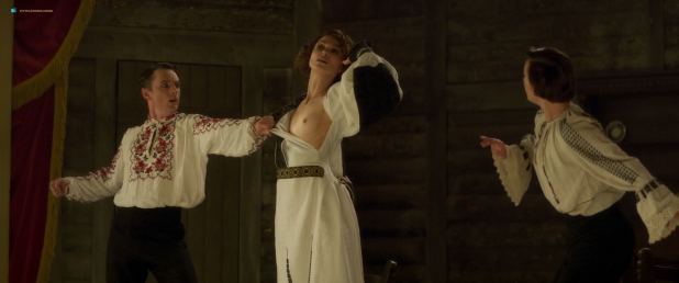 Keira Knightley nude topless and lesbian sex with Eleanor Tomlinson - Colette (2018) HD 1080p (3)