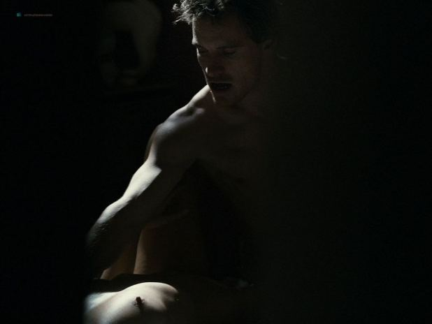 Kierston Wareing nude topless Katie Jarvis hot - Fish Tank (UK-2009) HD 720p (10)