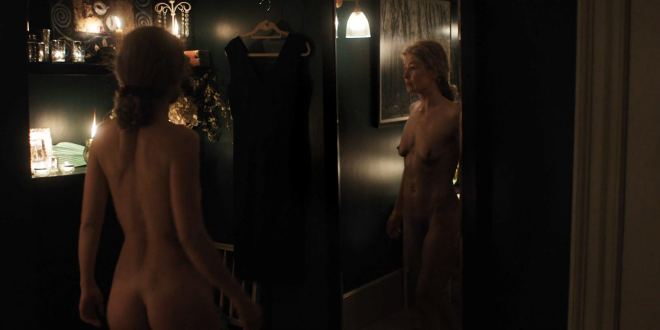 Rosamund Pike nude full frontal - A Private War (2018) HD 1080p BluRay (9)
