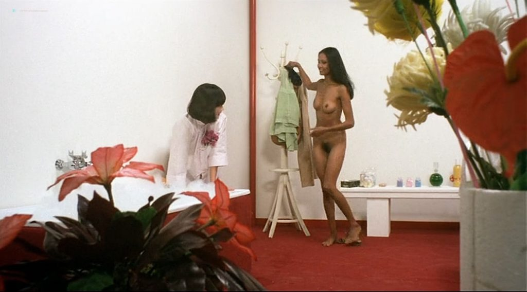 Laura Gemser nude full frontal and lot of sex Ely Galleani and others nude - Emanuelle in Bangkok (1976) (17)