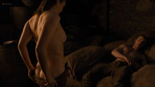 Maisie Williams nude butt and side boob - Game of Thrones (2019) s8e2 HD 1080p