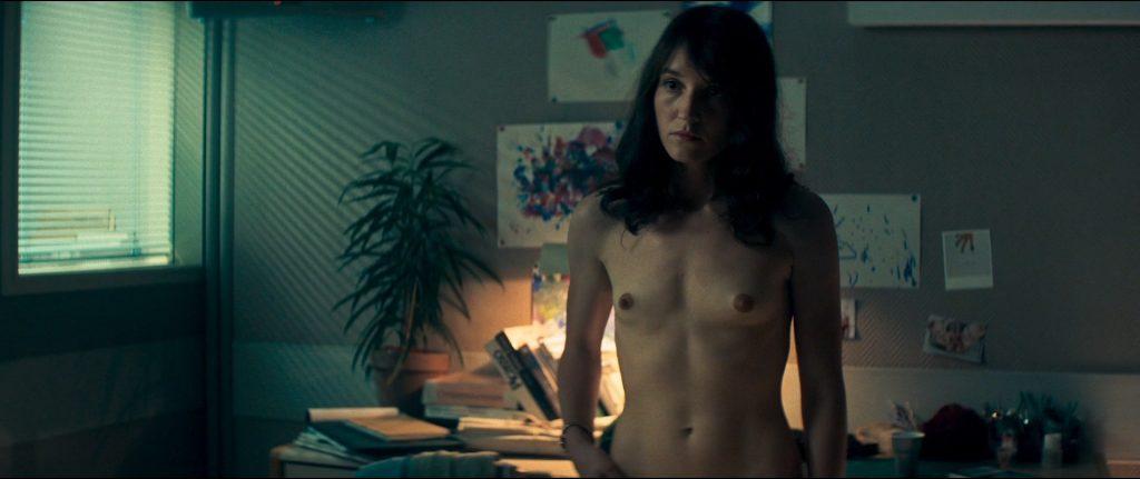 Anaïs Demoustier nude bush, butt and topless - Sauver ou périr (FR-2019) HD 1080p BluRay (5)