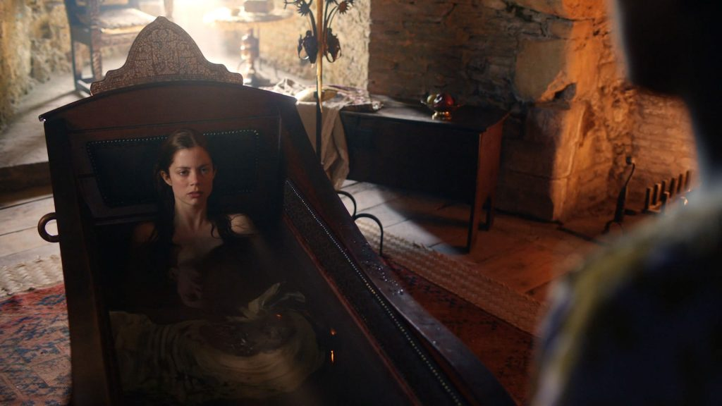 Charlotte Hope nude topless and butt in the tub - The Spanish Princess (2019) s1e1 HD 1080p Web (9)