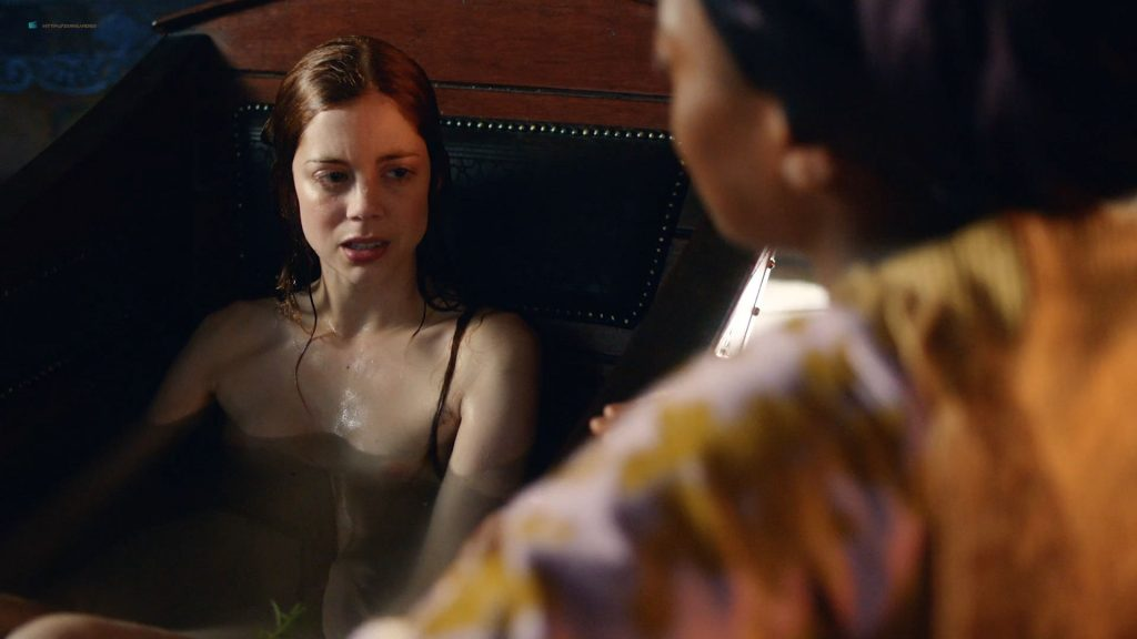 Charlotte Hope nude topless and butt in the tub - The Spanish Princess (2019) s1e1 HD 1080p Web (6)