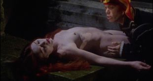 Sandrine Thoquet nude full frontal Magalie Aguado and others nude bush - La fiancée de Dracula (2002) HD 1080p (12)