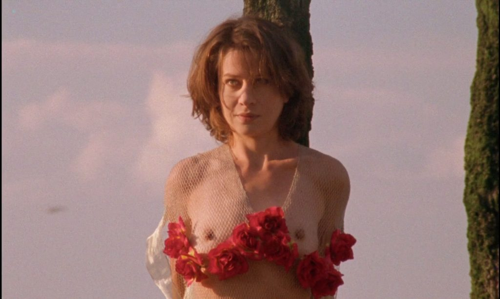 Sandrine Thoquet nude full frontal Magalie Aguado and others nude bush - La fiancée de Dracula (2002) HD 1080p (3)