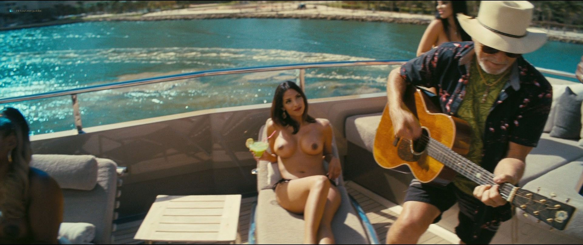 Isla Fisher hot and sexy others nude topless - The Beach Bum (2019) 1080p BluRay (16)