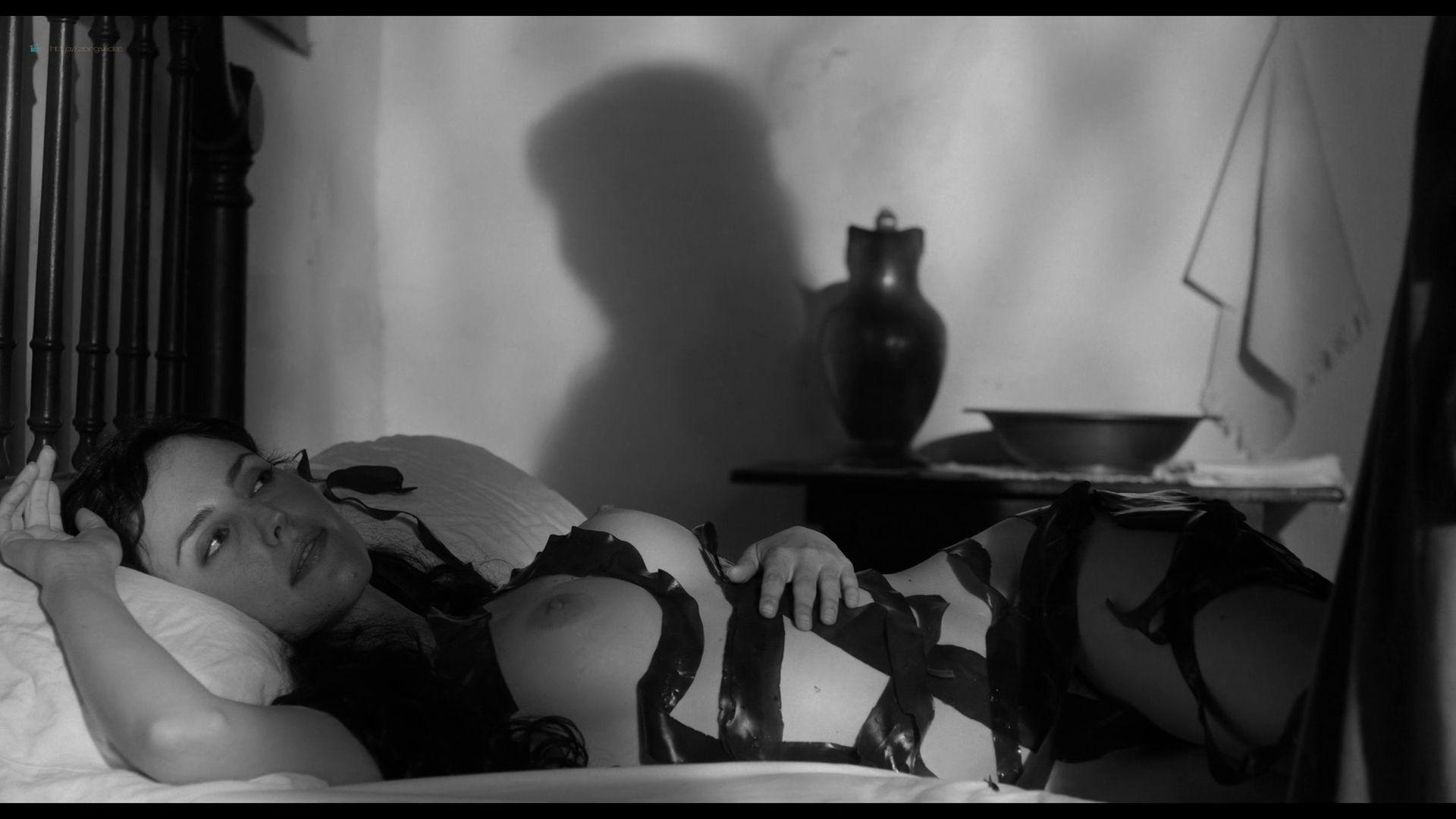 Natalia de Molina nude full frontal Greta Fernández nude lesbian - Elisa y Marcela (SP-2019) HD 1080p Web (15)