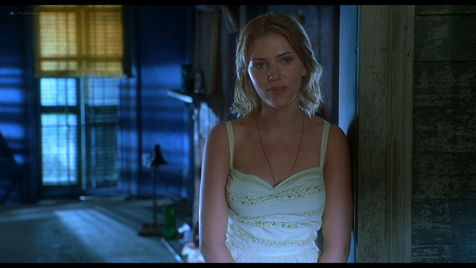 Scarlett Johansson sexy side boob - A Love Song for Bobby Long (2004) HD 1080p BluRay (4)