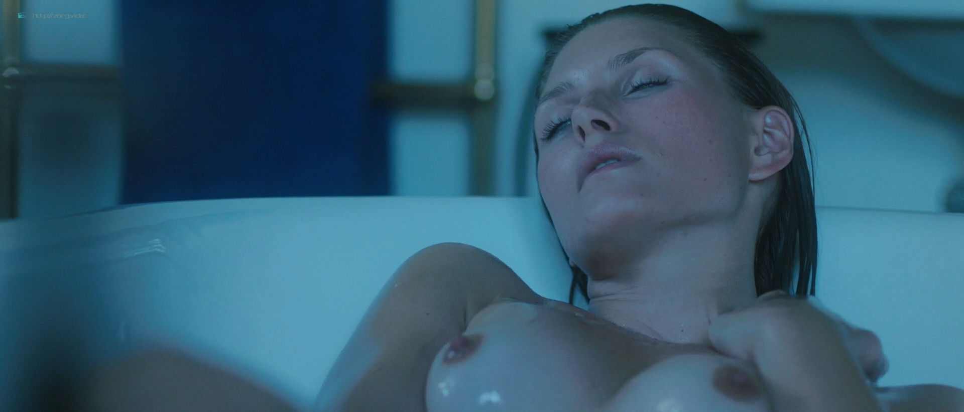 Andréa Winter nude full frontal and skinny dipping - Blood Paradise (2018) HD 1080p Web (11)