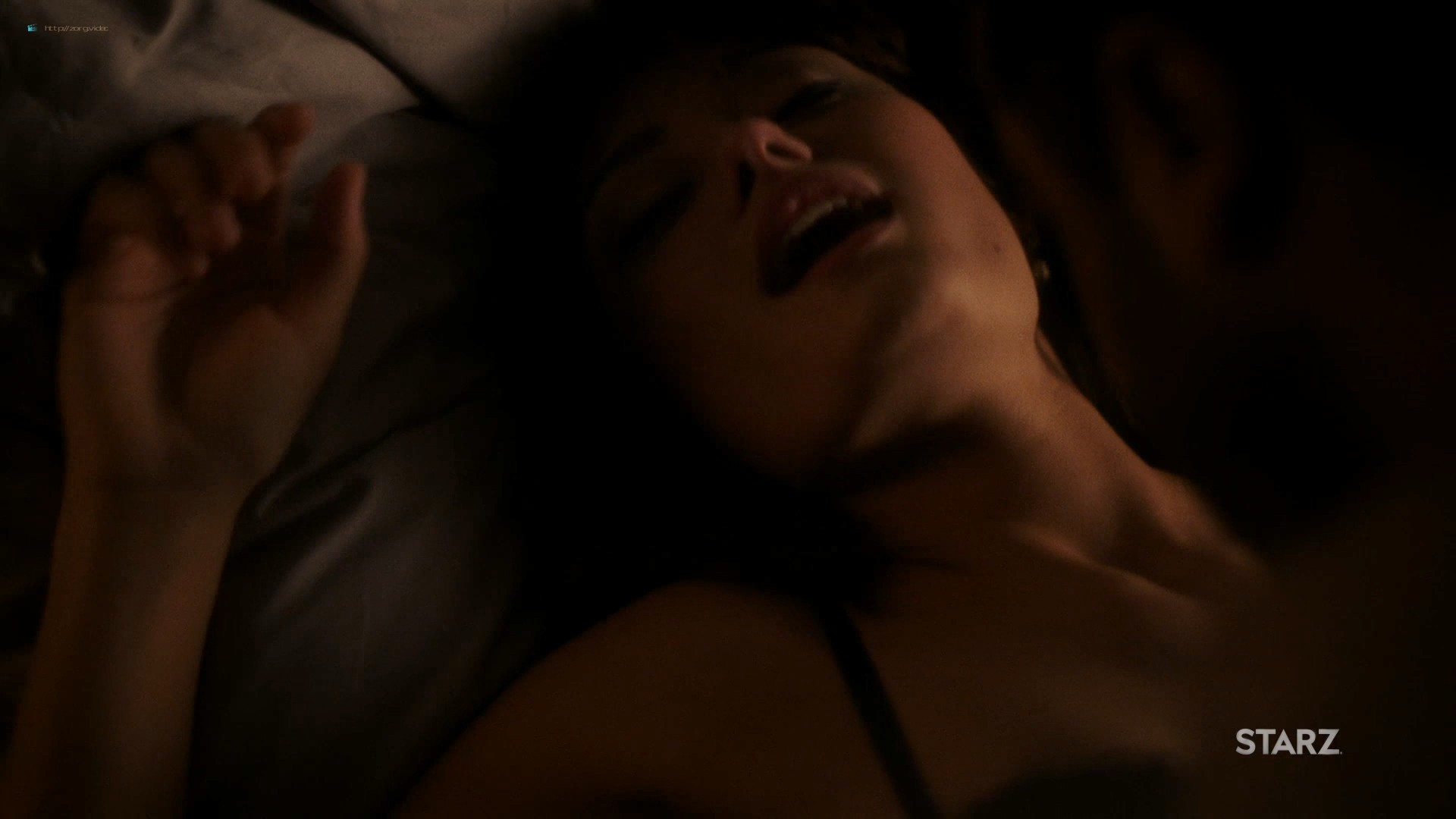 Ella Purnell hot and sex - Sweetbitter (2019) s2e4 HD 1080 Web (6)