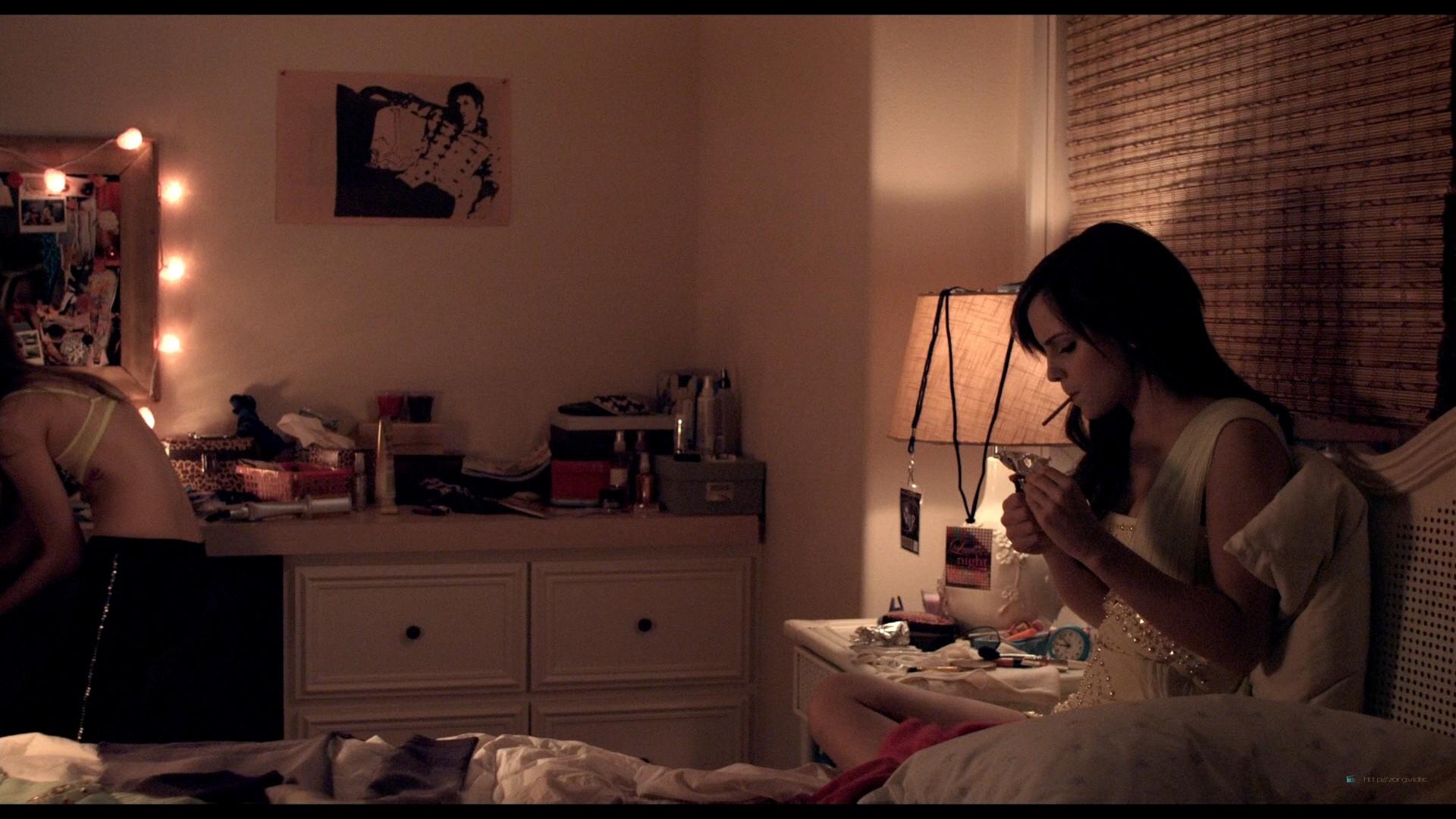 Emma Watson hot Taissa Farmiga and others sexy - The Bling Ring (2013) HD 1080p BluRay (7)