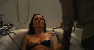 Valeria Golino nude topless in tub - Les estivants (2018) HD 1080p Web (7)