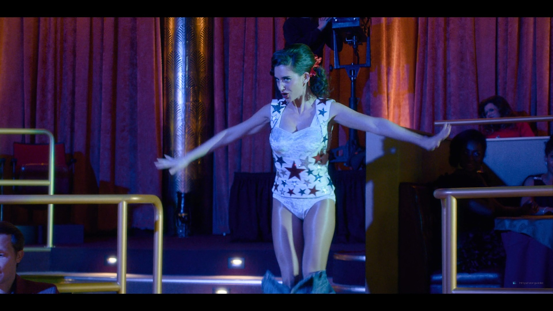 Alison Brie nude topless and sexy - Glow (2019) S3 HD 1080p Web (6)
