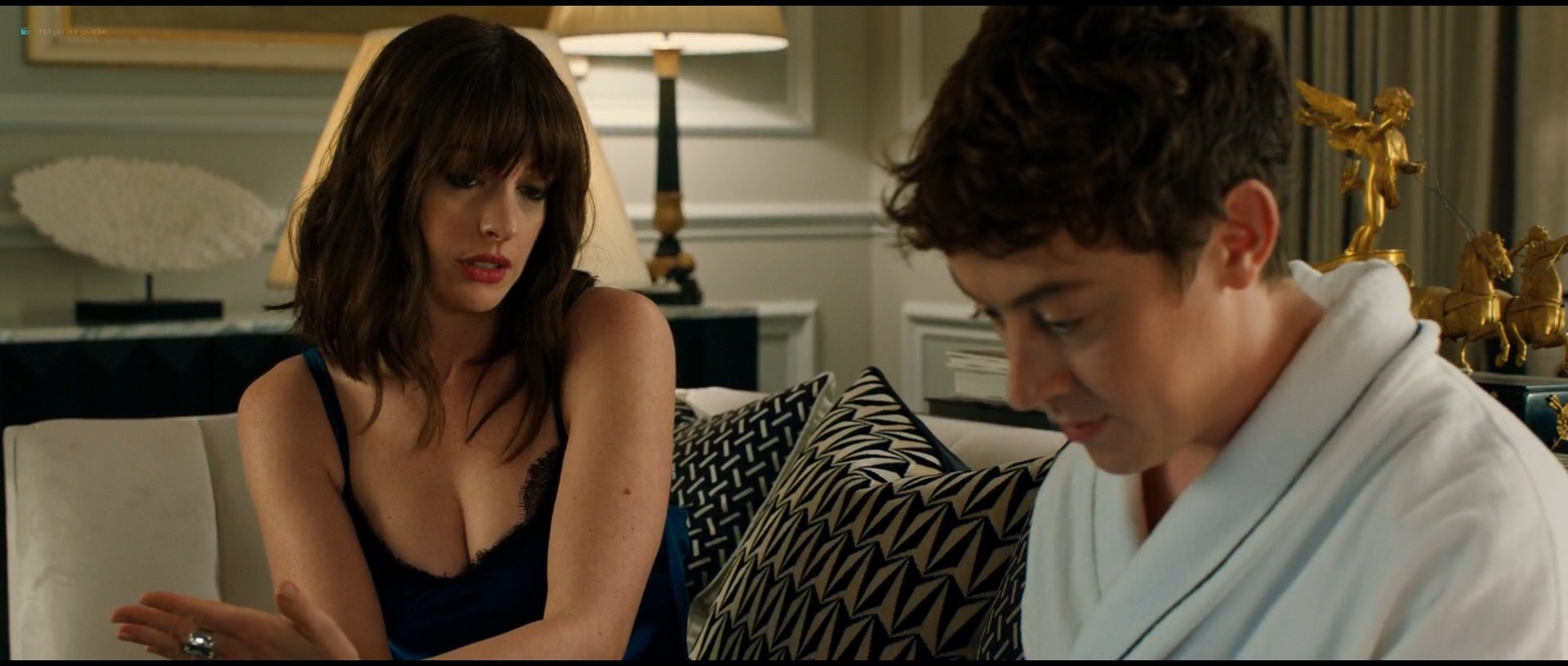 Anne Hathaway hot and sexy - The Hustle (2019) HD 1080p Web (3)