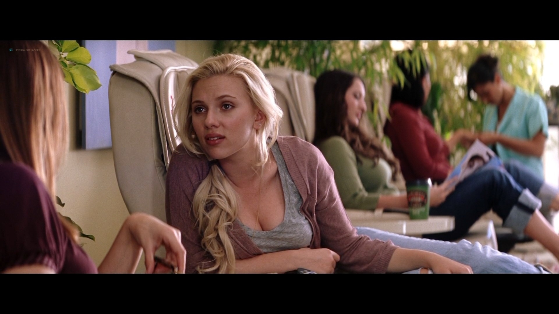 Scarlett Johansson hot and some sex Jennifer Connelly bra - He's Just Not That Into You (2009) HD 1080p BluRay (19)