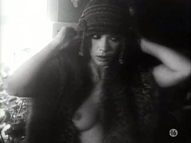 Carole Laure nude and explicit sex - L'ange et la Femme (1977) (17)