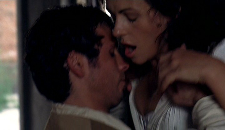 Elizabeth Hurley hot and sexy - Method (2004) (7)