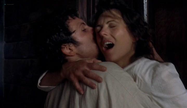Elizabeth Hurley hot and sexy - Method (2004) (3)