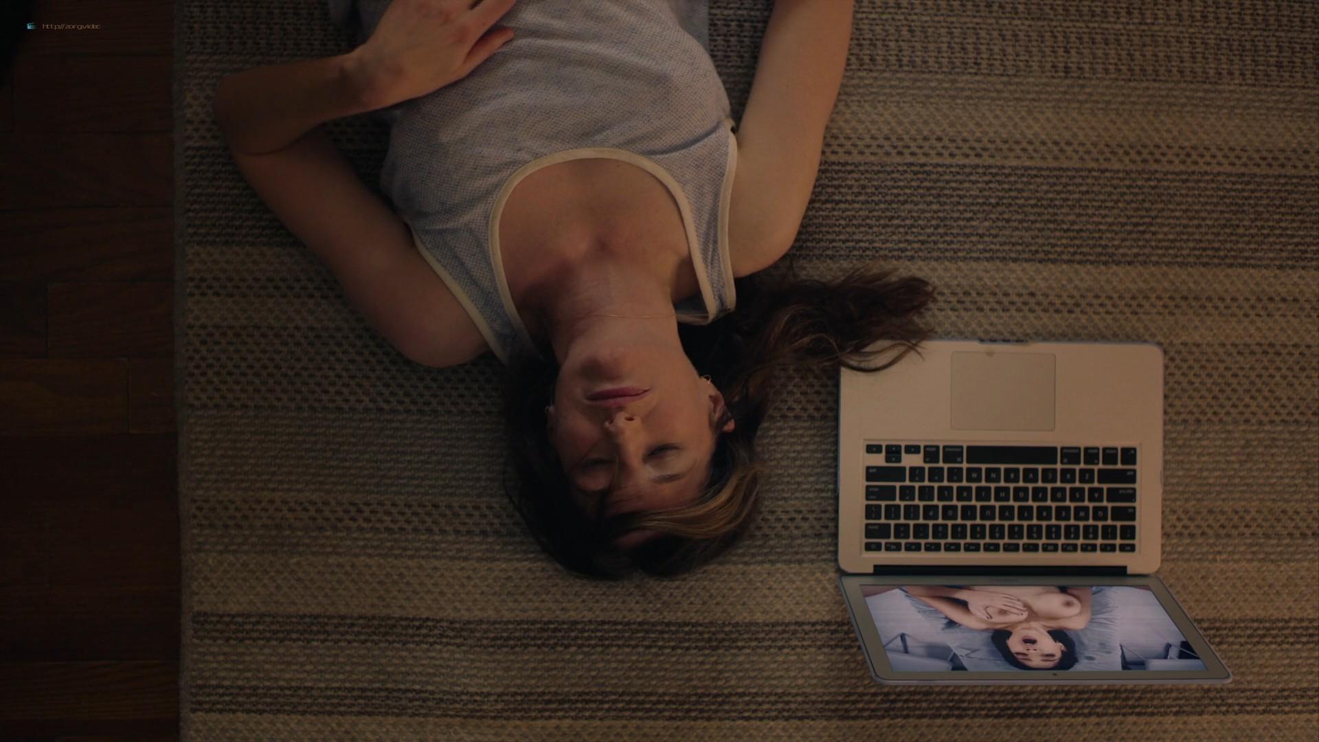 Kathryn Hahn sexy masturbating on the flor - Mrs. Fletcher (2019) s1e3 1080p WEB (2)