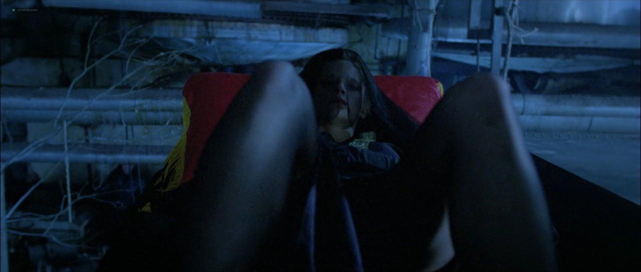 Mary Kohnert nude topless in the shower - Beyond the Door III (1989) 720p (2)