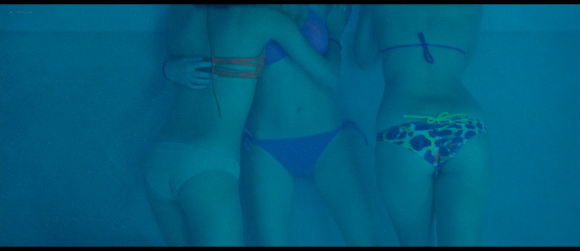 Ashley Benson nude skinny dipping others nude too - Spring Breakers (2012) HD 1080p BluRay (22)