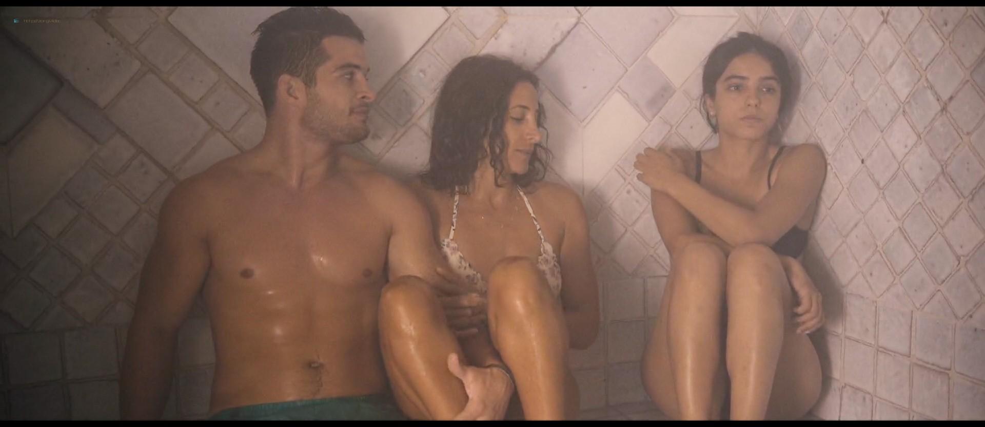 Hafsia Herzi hot Sophie Garagnon nude topless - Tu merites un amour (2019) HD 1080p Web (8)