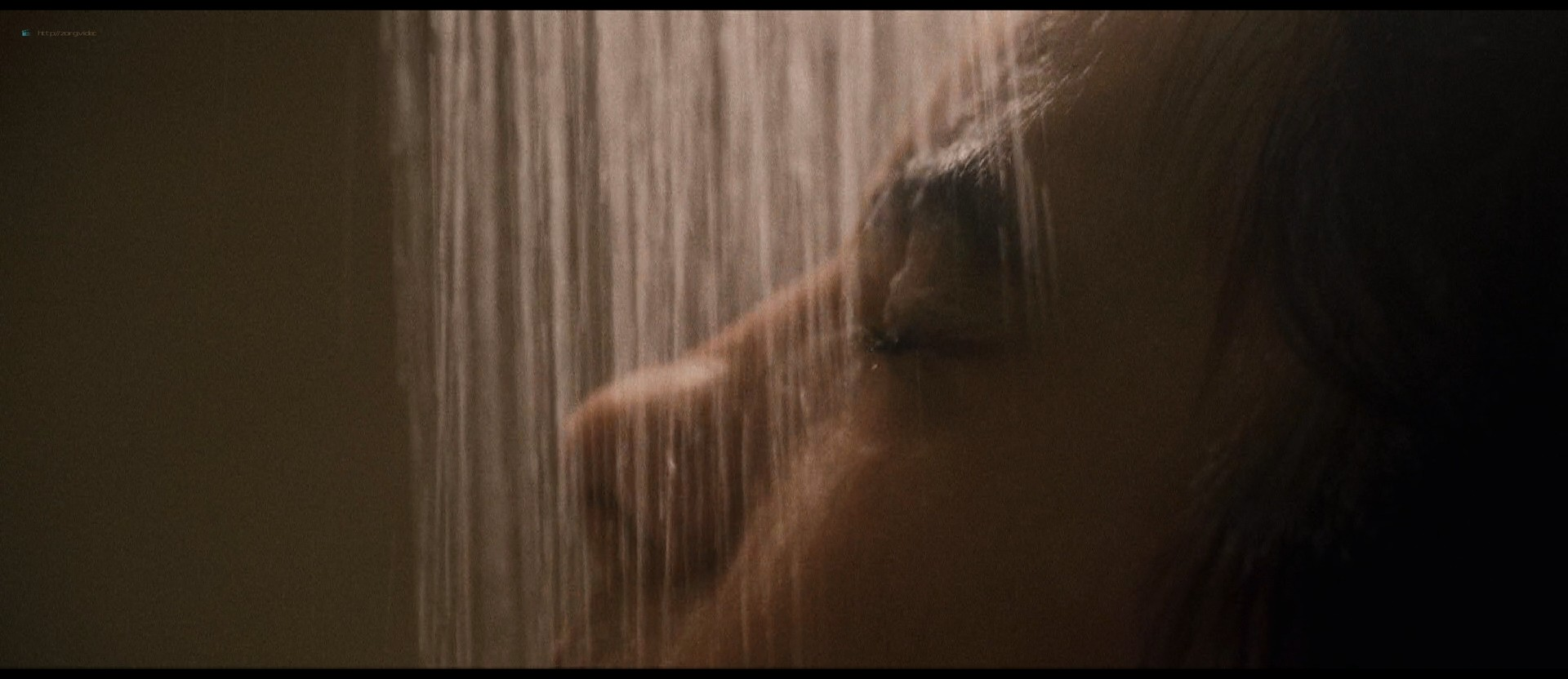 Hafsia Herzi hot Sophie Garagnon nude topless - Tu merites un amour (2019) HD 1080p Web (15)