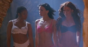 Anna Faris, Kathleen Robertson, etc hot and sexy - Scary Movie 2 (2001) HD 1080p BluRay (4)