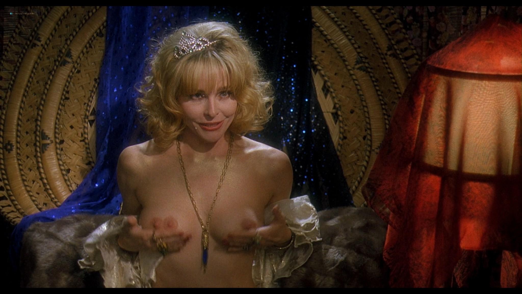 Joey Lauren Adams nude Priscilla Barnes nude topless - Mallrats (1995) HD 1080p BluRay (8)