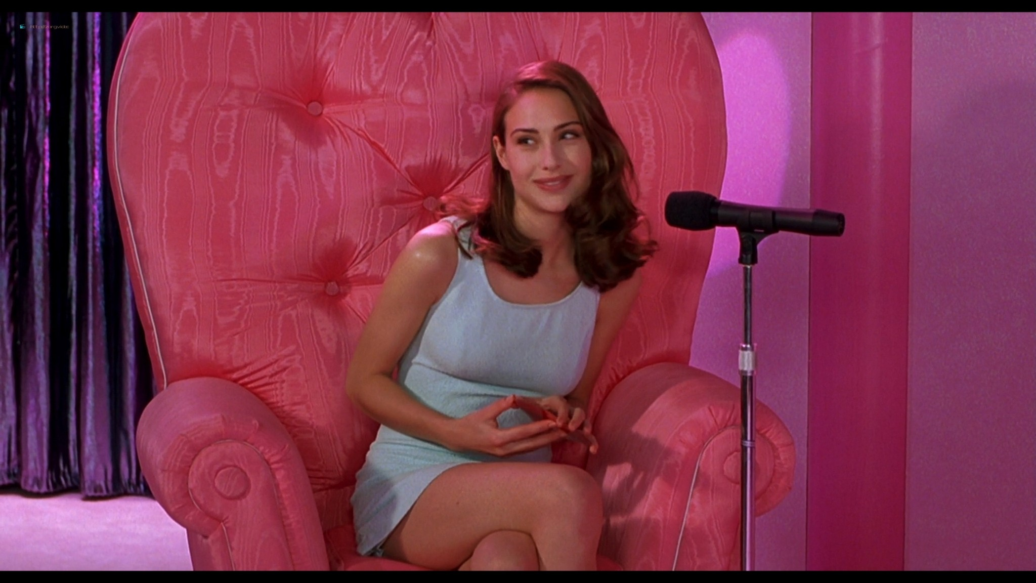 Joey Lauren Adams nude Priscilla Barnes nude topless - Mallrats (1995) HD 1080p BluRay (3)