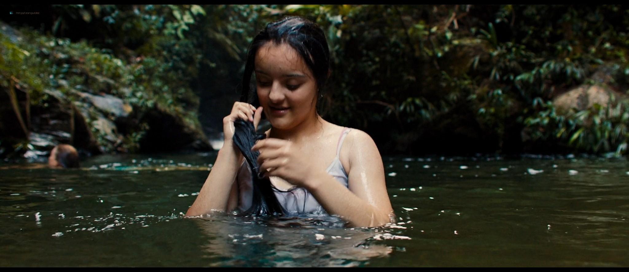 Julianne Nicholson pokies Karen Quintero, Laura Castrillón sexy - Monos (2019) HD 1080p BluRay (4)