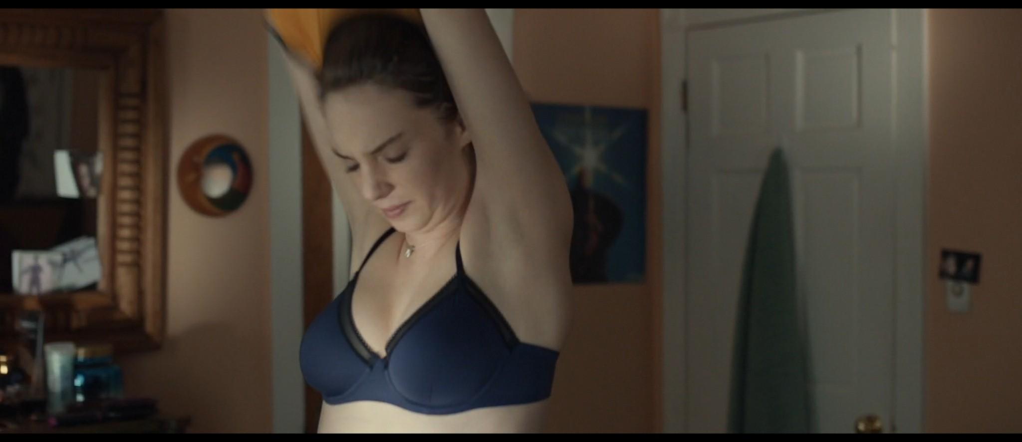 Maya Hawke nude niople and mild sex Marisa Tomei sexy - Human Capital (2019) HD 1080p (2)
