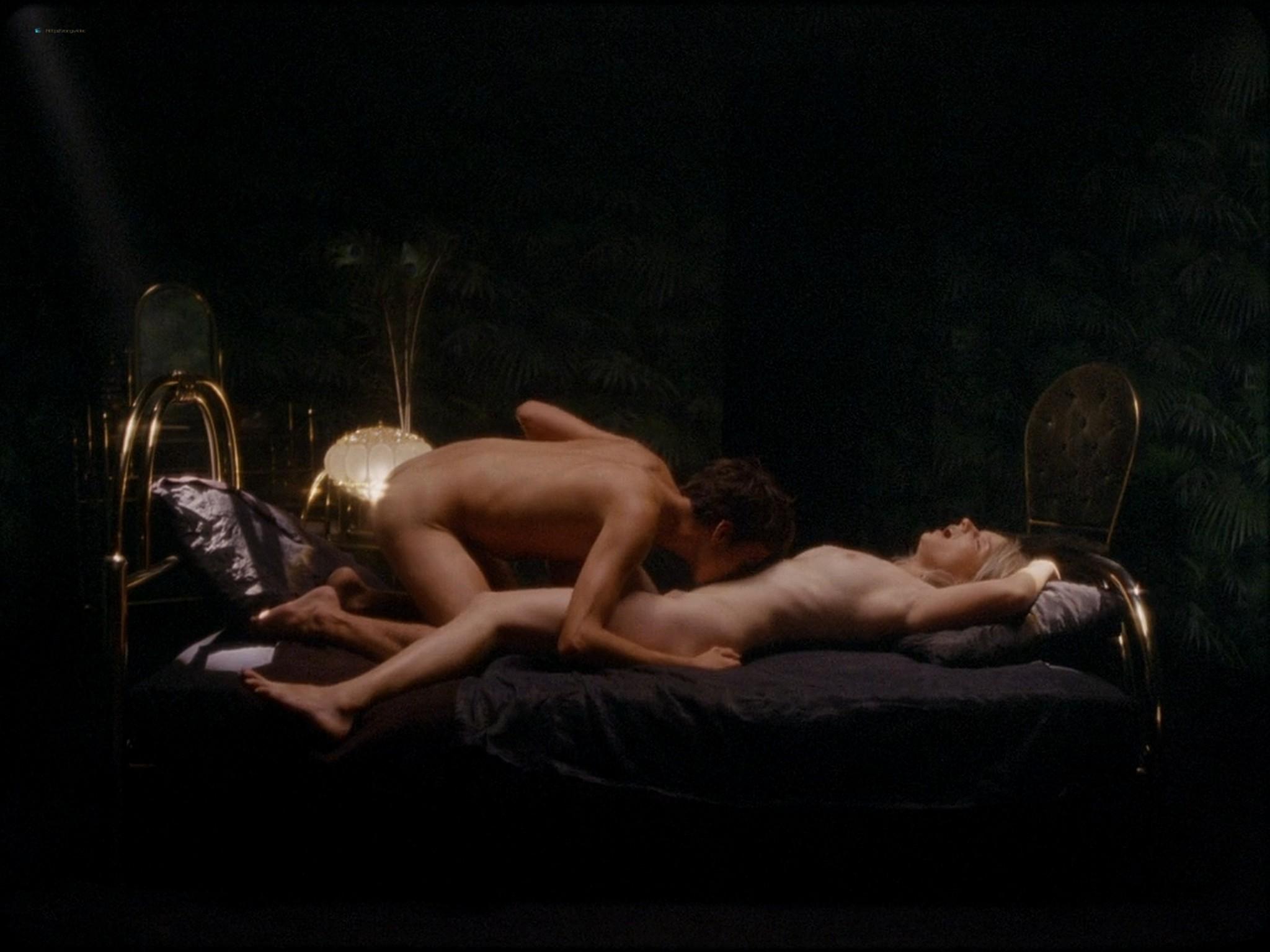 Sarah-Megan Allouch nude Mathilde Mennetrier nude sex - Les îles (2017) HD 1080p (16)