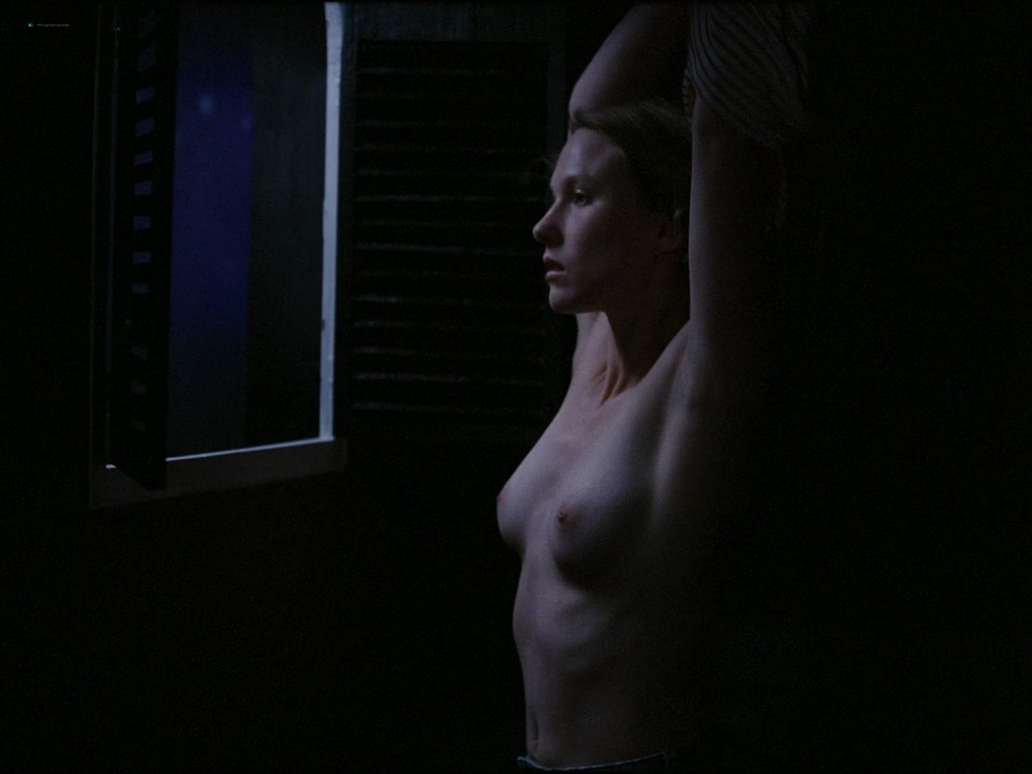 Sarah-Megan Allouch nude Mathilde Mennetrier nude sex - Les îles (2017) HD 1080p (7)