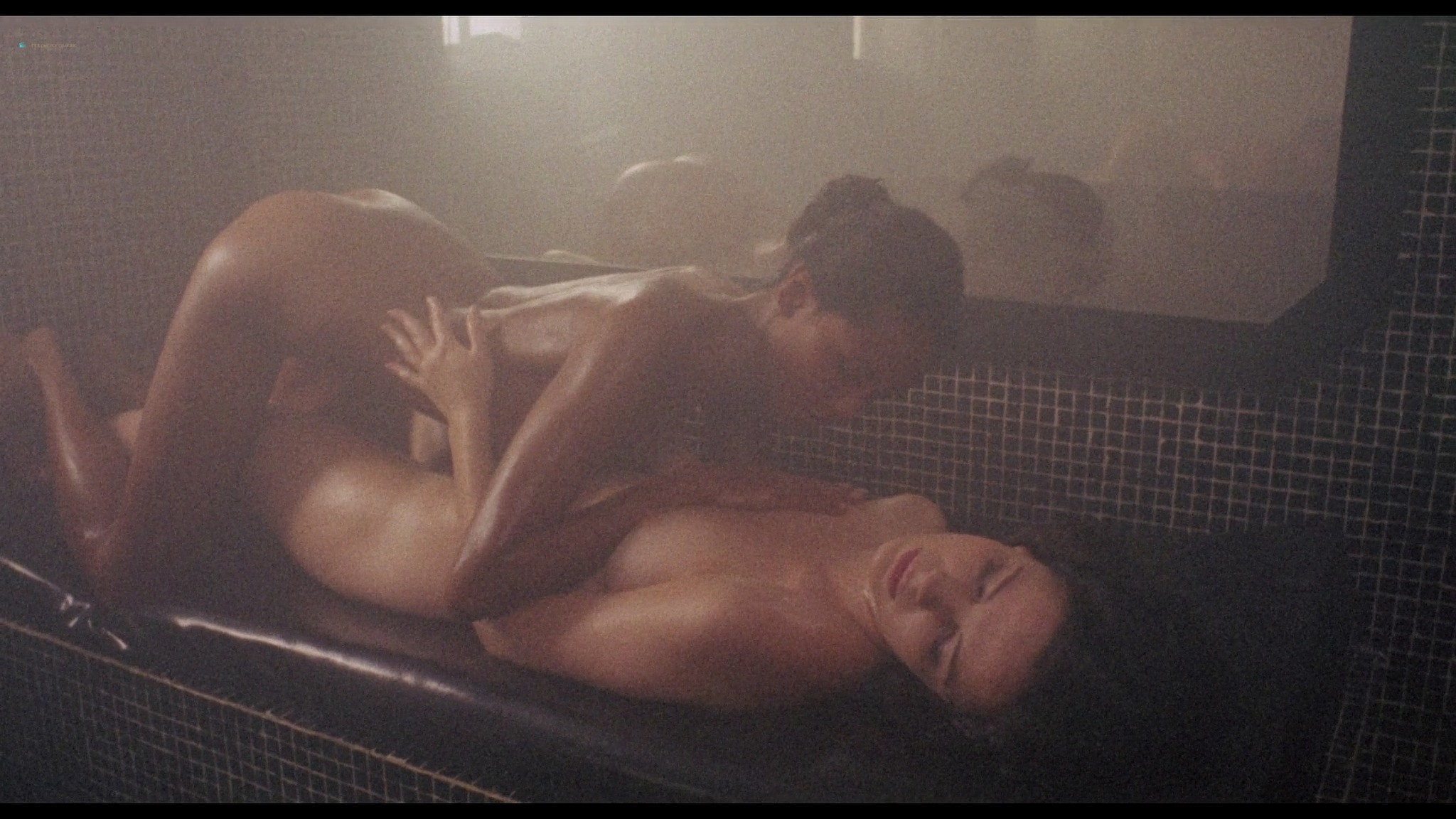 Laura Gemser nude full frontal other nude explicit sex - Emanuelle in America (1976) HD 1080p BluRay (13)